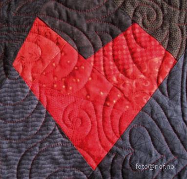 Utlodningsteppet 2010: detalj av hjerteblokk med quilting